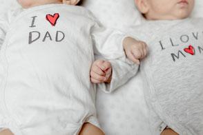 photos de frères / jumeaux à la naissance