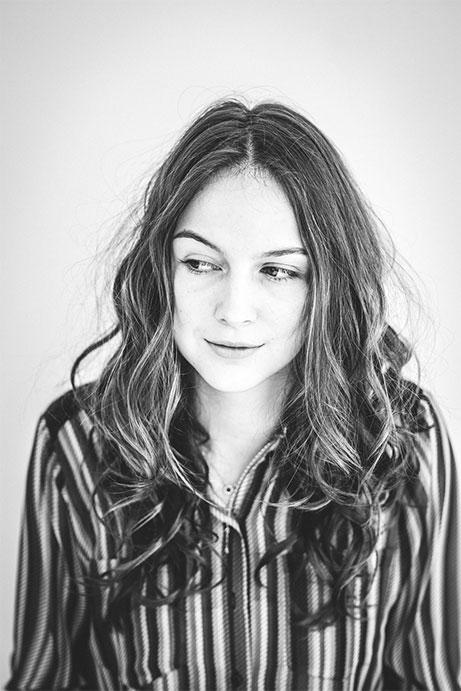 Portrait jeune fille à Nantes au home studio Orlane Boisard