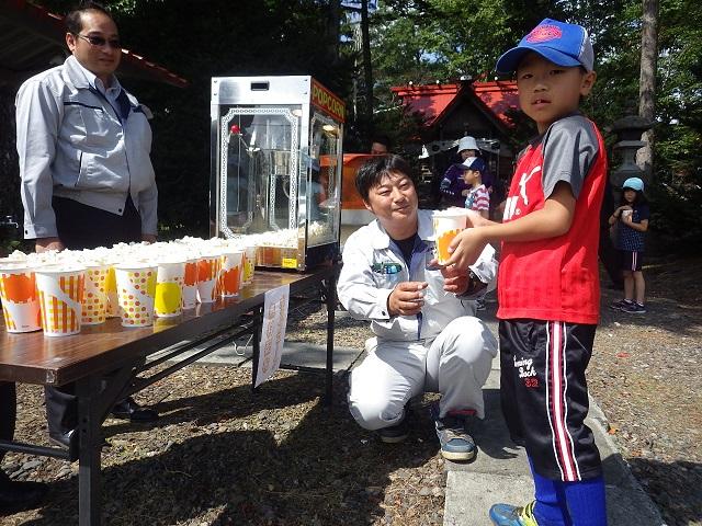 広野神社平成29年度秋季例大祭においてポップコーンの無料配布を行いました