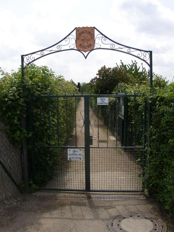 unser Eingang am Tor 1