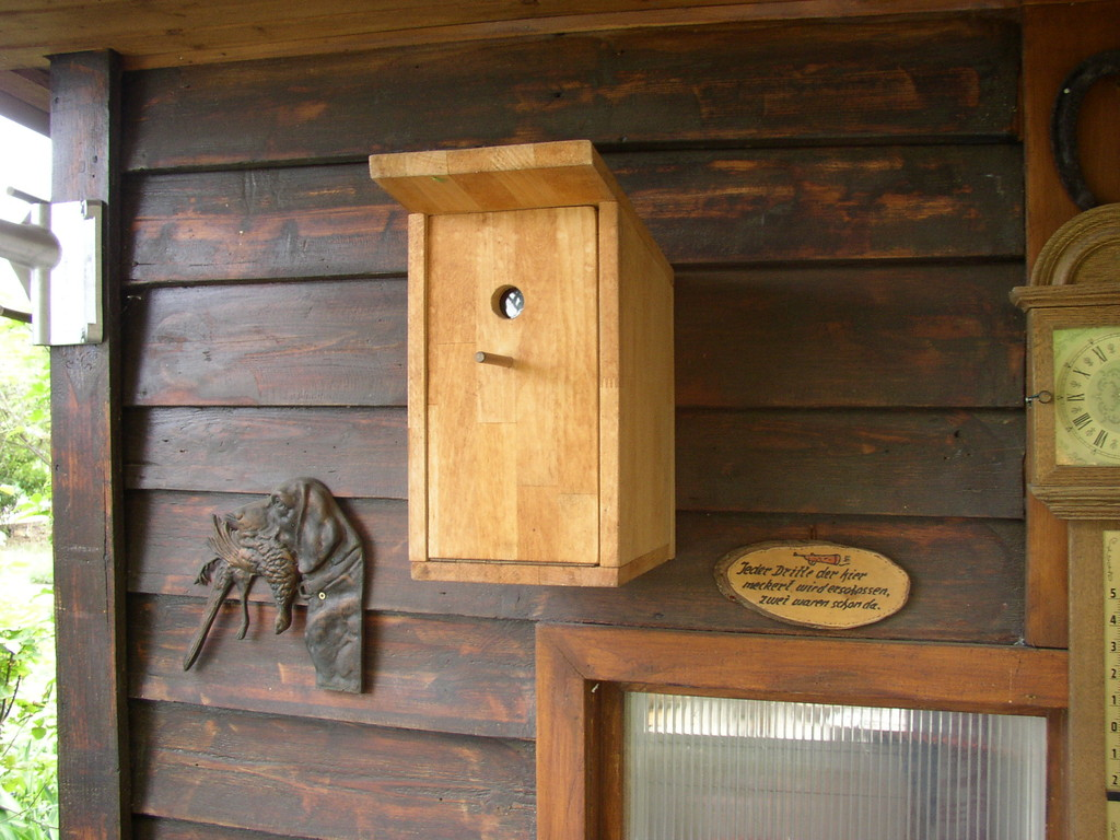 selbst gebautes Vogelhaus... ;-)