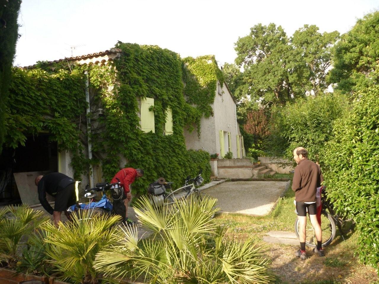 """Aubagne , """"Chez Claude & Philippe"""" étape incontournable en voiture, à moto et à vélo. . ."""