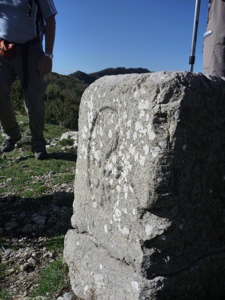 Col de Rigaudon (1365 m) Borne frontière N° 63 de 1823 entre france et savoie