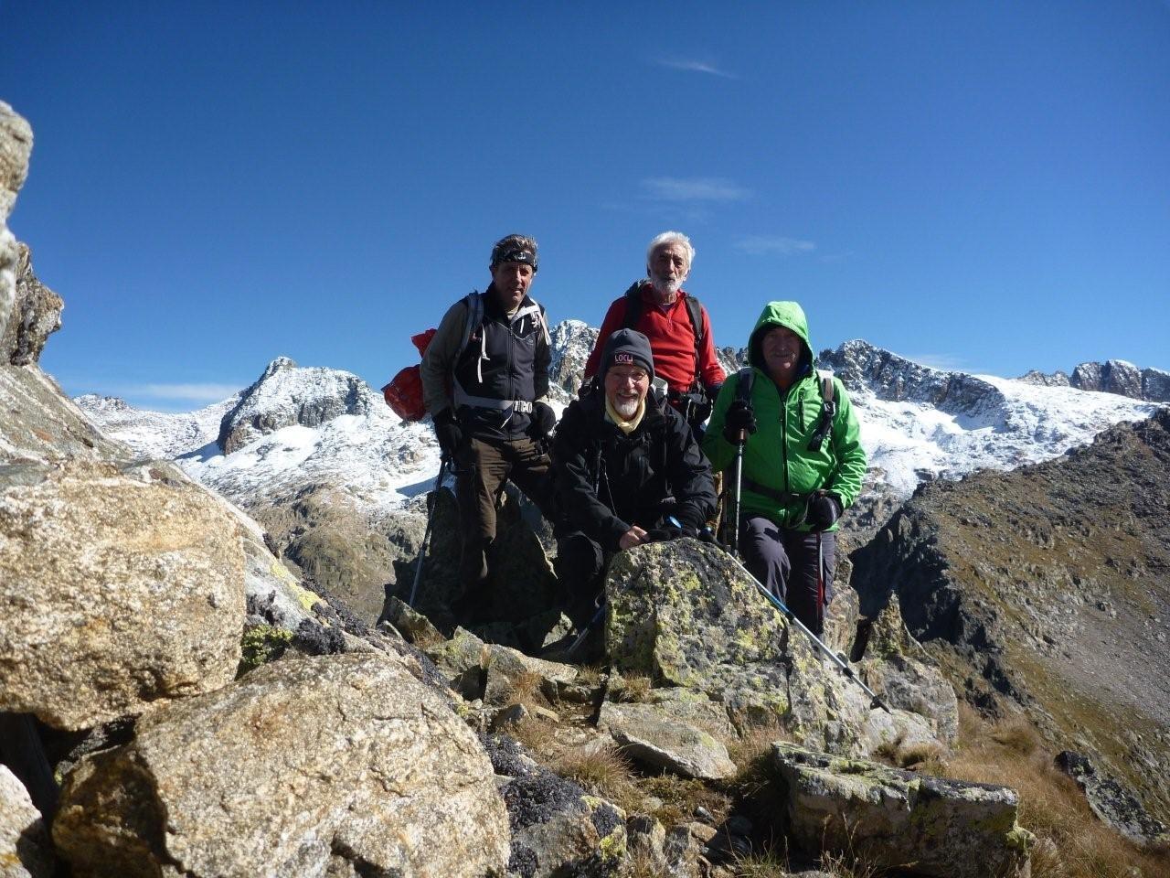 Cime de Cerise (2714 m) à gauche, le Bastione 53047 m) au centre le Brocan (3054 m) et à droite le Guilié (2999 m)