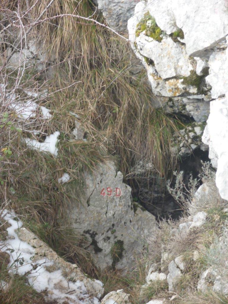 """L'entrée de """"la Fumada"""" ou grotte d'Eynisi 49D"""