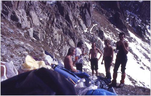 Casse-croute au Col de la Madone; Y. Gil, G. Sagot, M. Ratsimba, A. Rivière, R. Bentacordi
