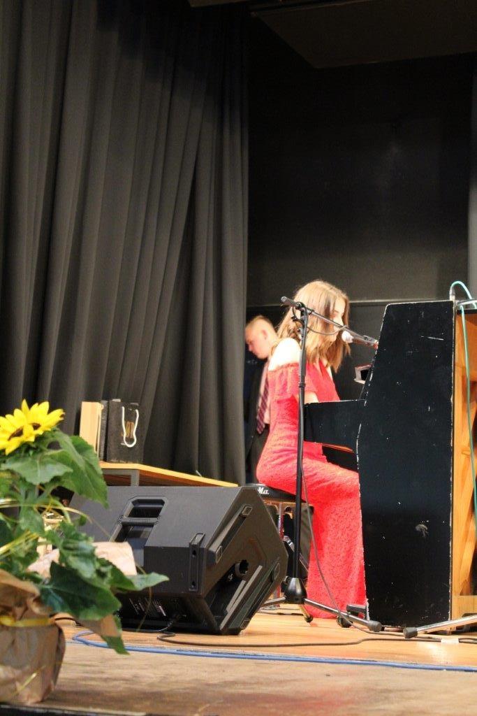 Die zauberhafte Maria am Klavier!