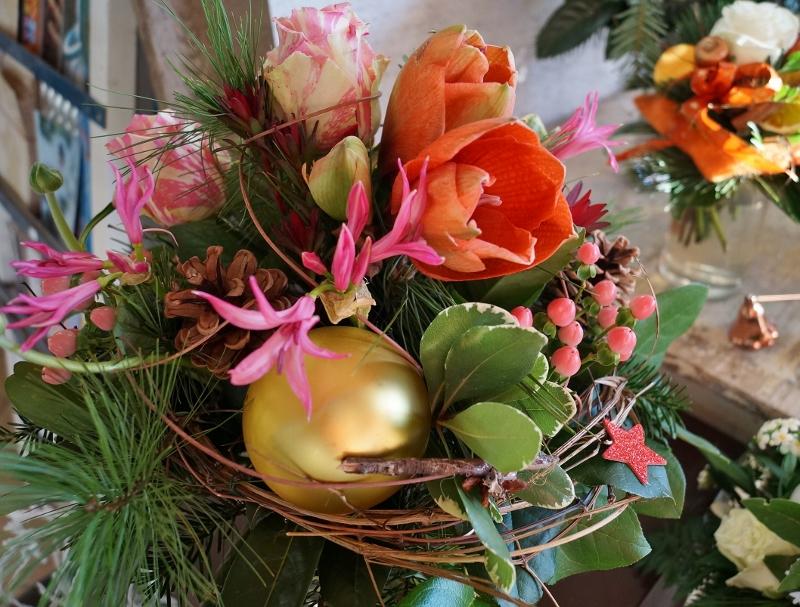 Weihnachtlicher Strauß mit Nerinen, Amaryllis..