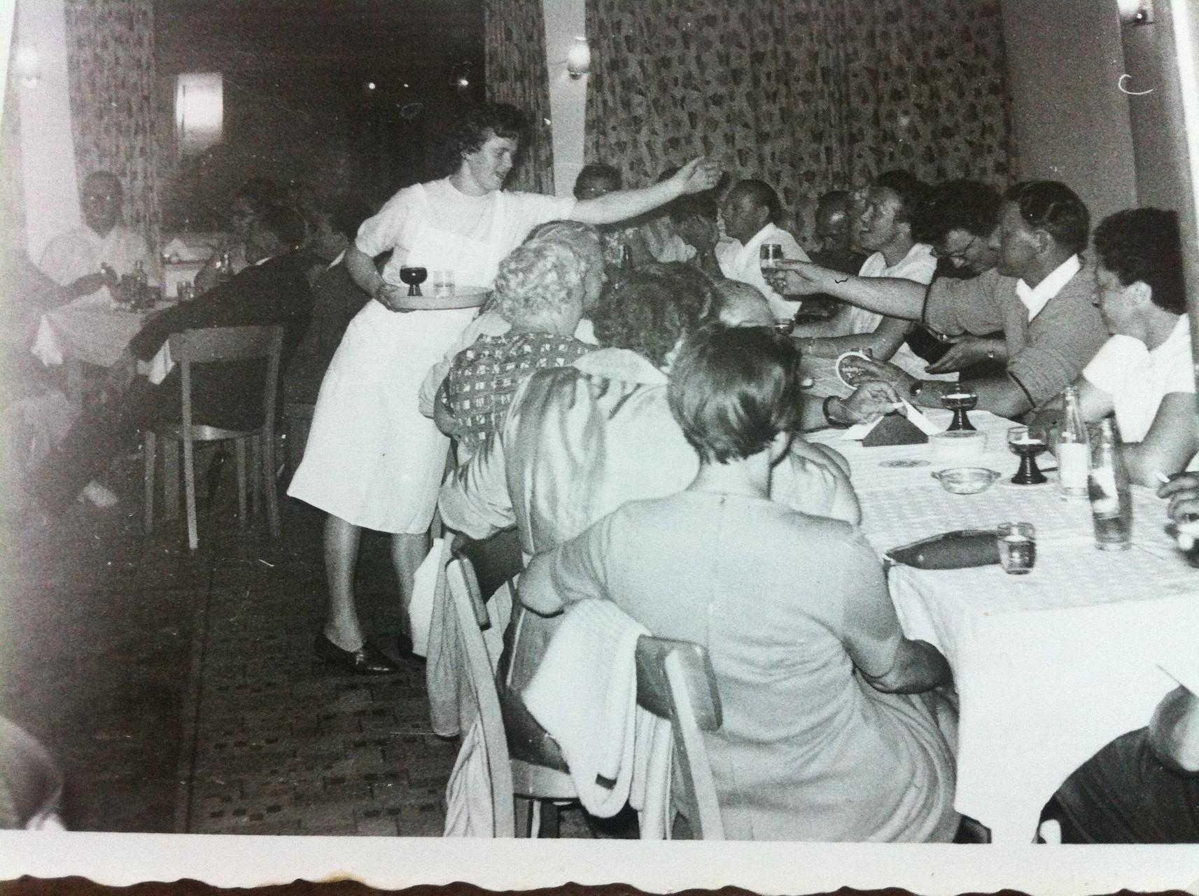 Sen. Wirtin Pauline ca. 1970 im Speisesaal