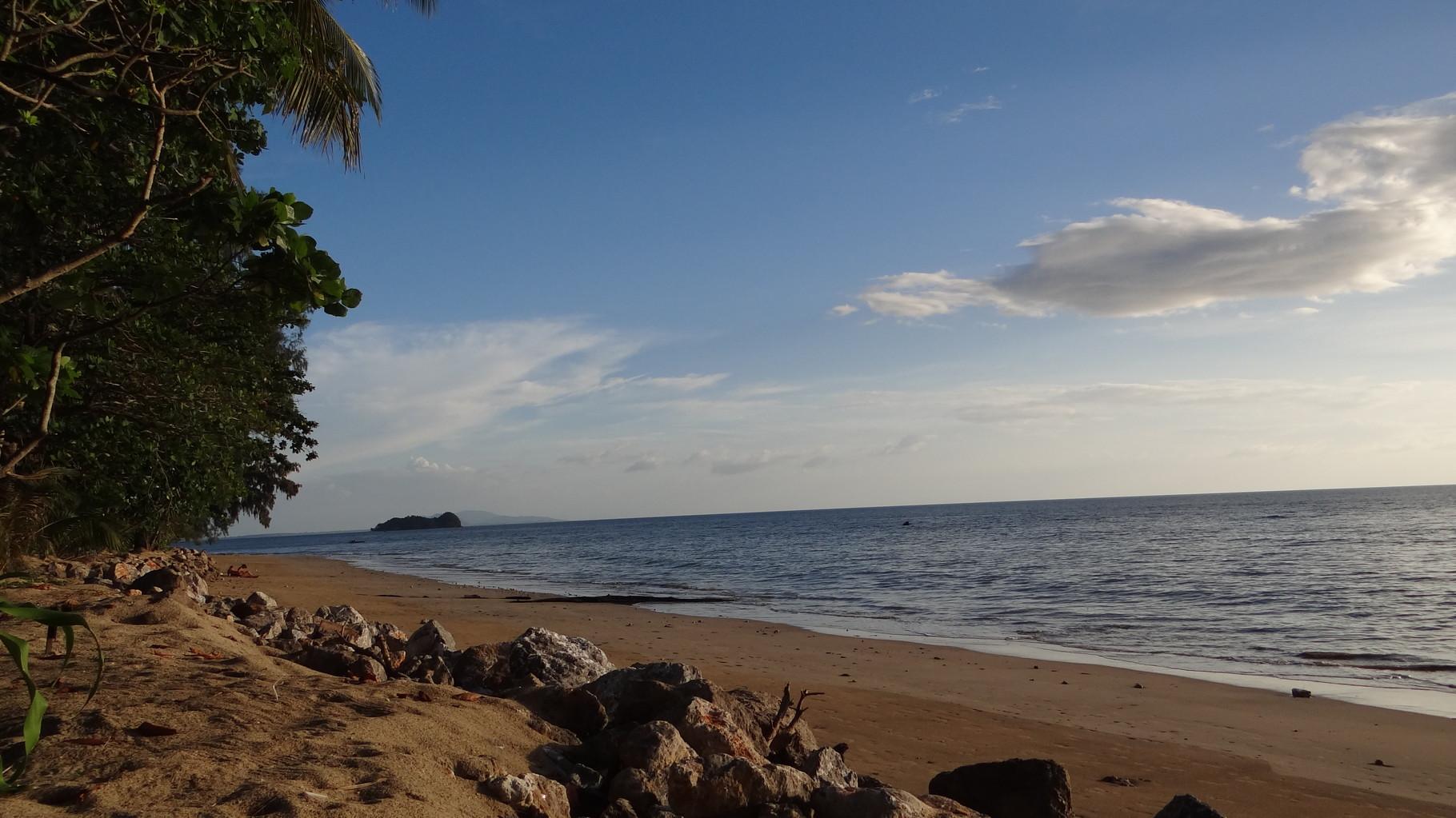 Aussicht links am Strand