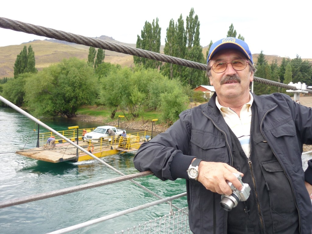 Rio Limay - Limay River  / Il traghetto - la balsa - the ferry.