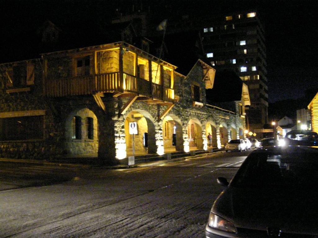 Arrivati a Bariloche nella notte - Llegamaos a Bariloche en la noche - Arrived in Bariloche in the night