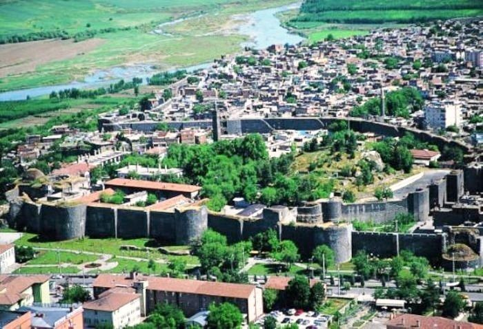 DIYARBAKIR A 120 KM. DAL CANTIERE