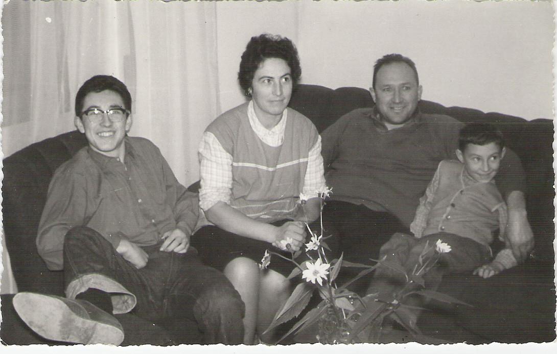 Io, mamma, papà e mio fratello Paolo