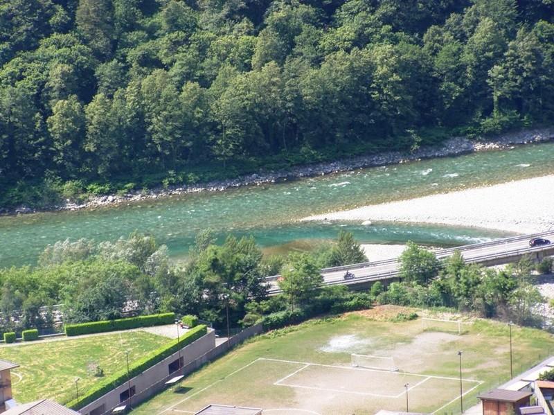 Il Sesia a Varallo riceve le acque del Mastellone - Vista dal Sacro Monte - 31.05.2009