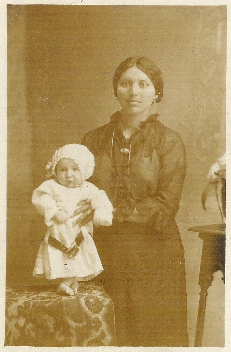 1916 - Mia nonna Maddalena con mio papà / 1916 - Mi abuela Magdalena con mi padre / 1916 - My grandmother Magdalene with my dad