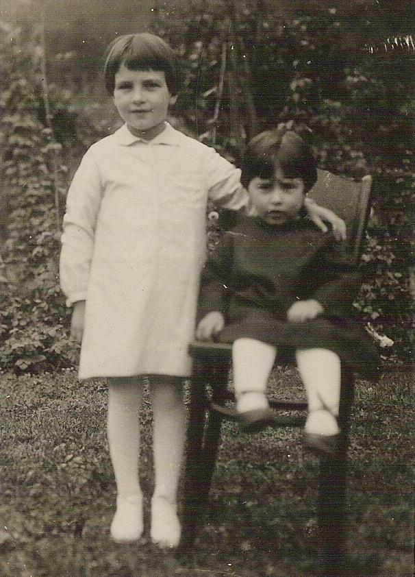 1925 - Mia mamma (a destra) e mia zia Irma