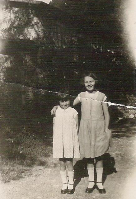 Mia mamma (a sinistra) e mia zia Irma
