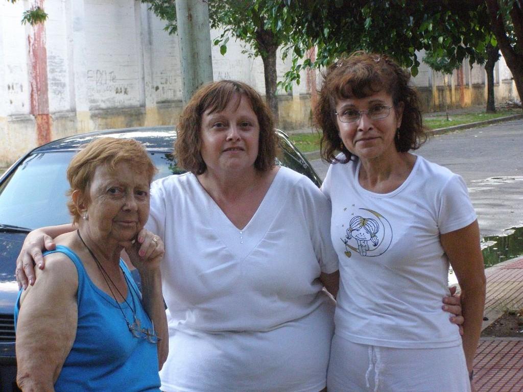 Parenti di Cri - Familiares de Cri - Cri relatives  (Cri con zia e cugina) (Cri con tia e prima)