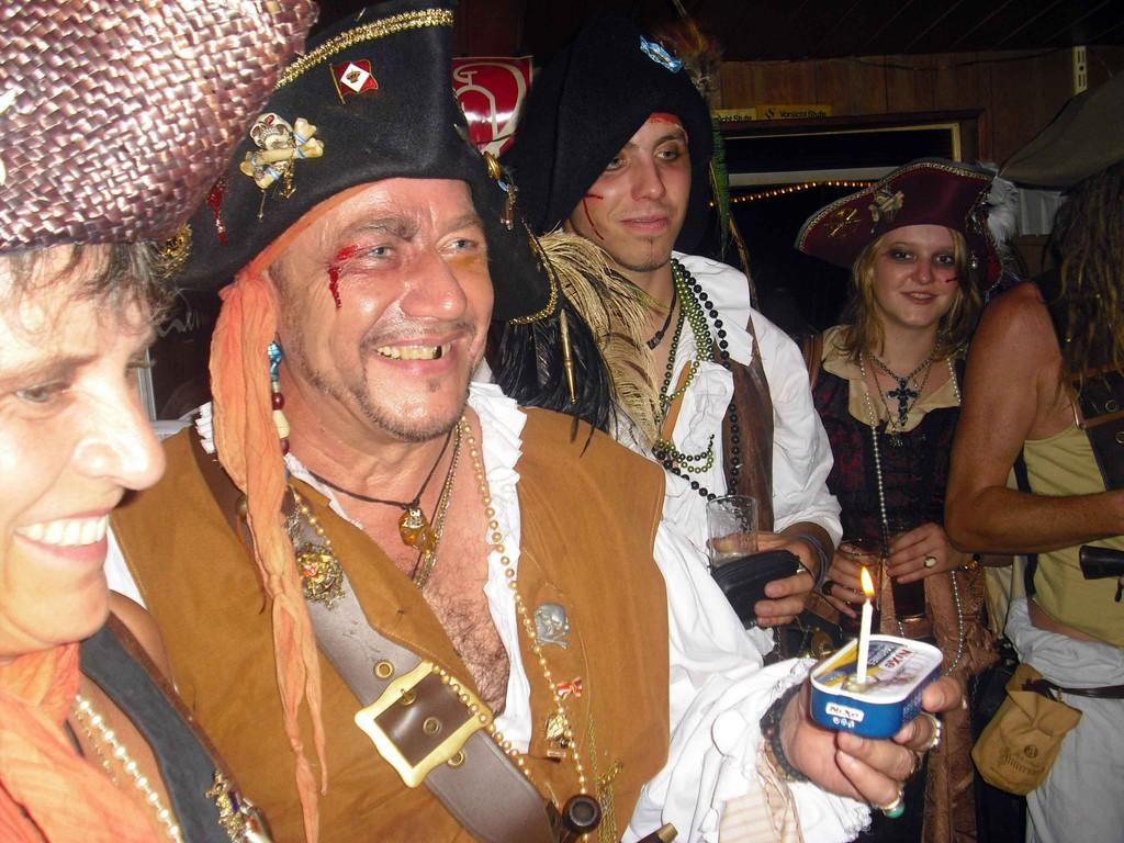 Geburtstagsständchen mit Piratentörtchen