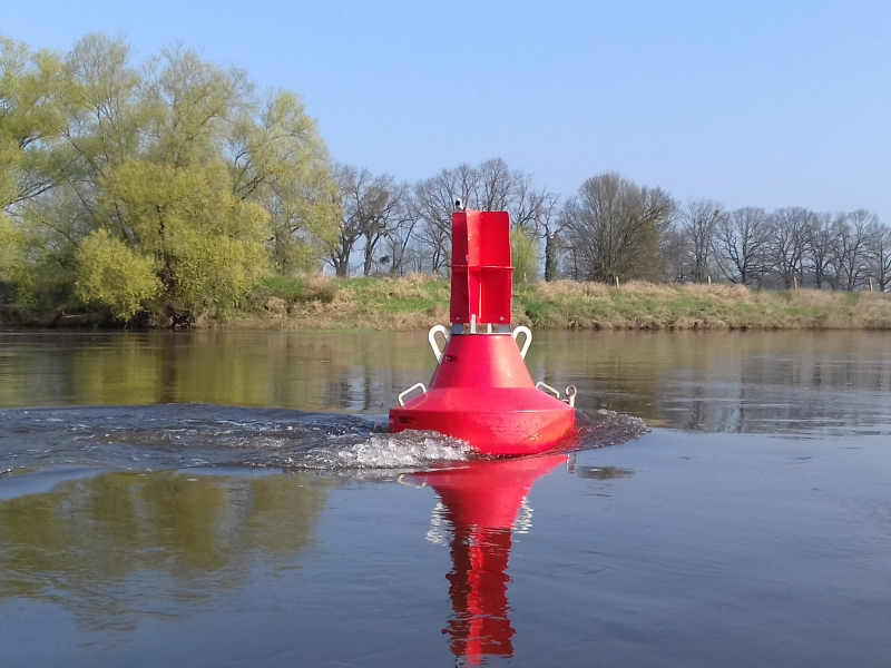 Rote Fahrwassertonne