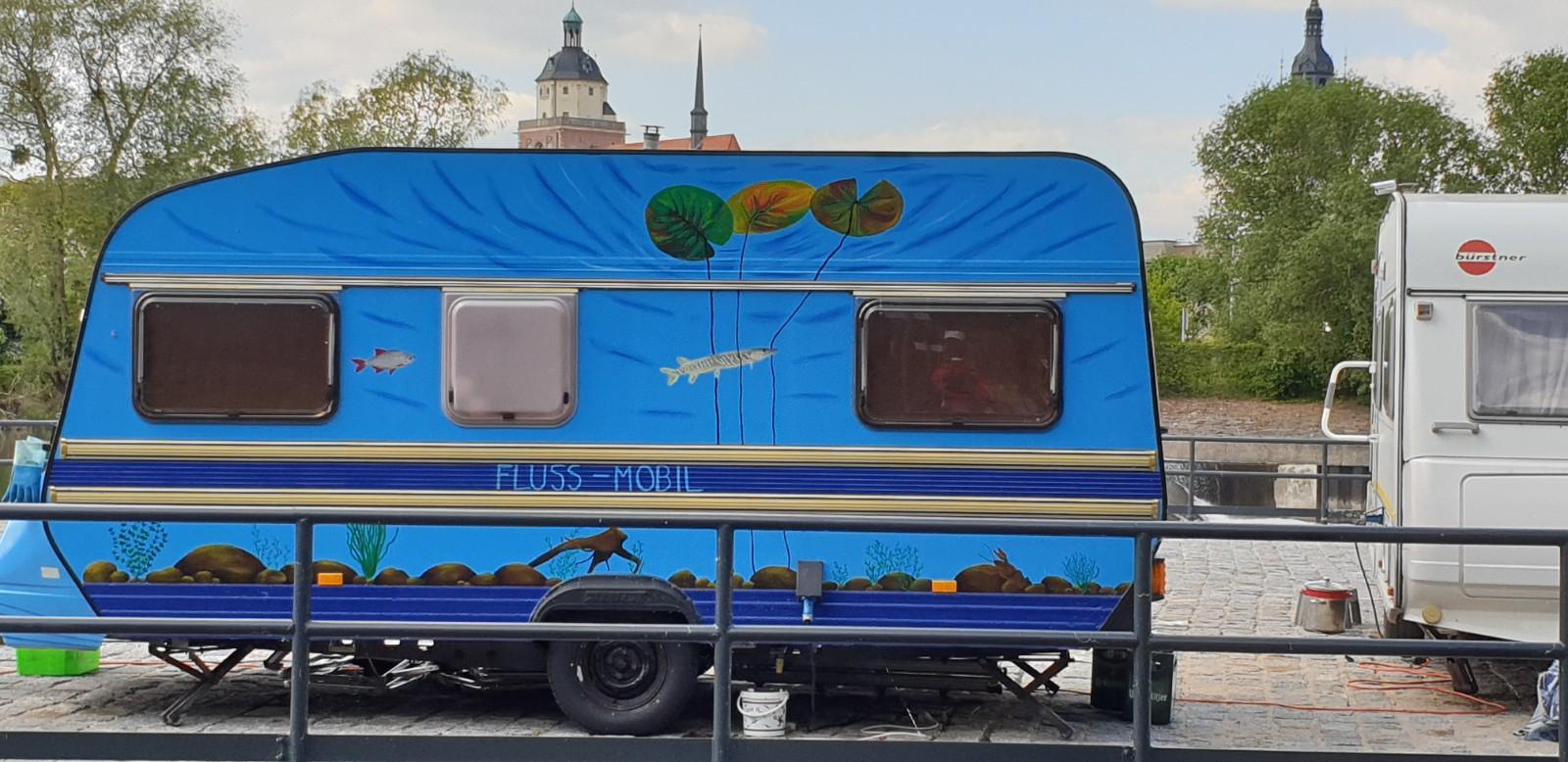 """Das """"Fluss-Mobil"""": wandernder arbeitsplatz und zweites Zuhause"""