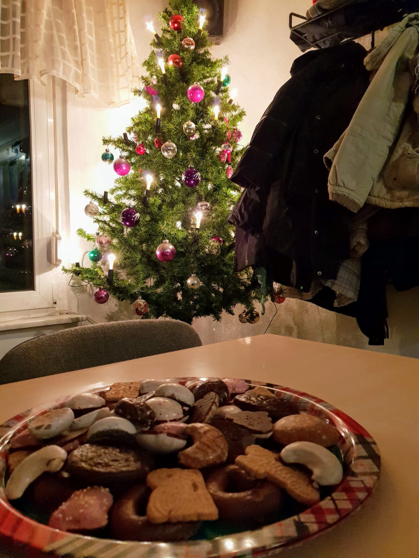 Christas und Uwes Baumtradition verlieh der Feier den richtigen Ton