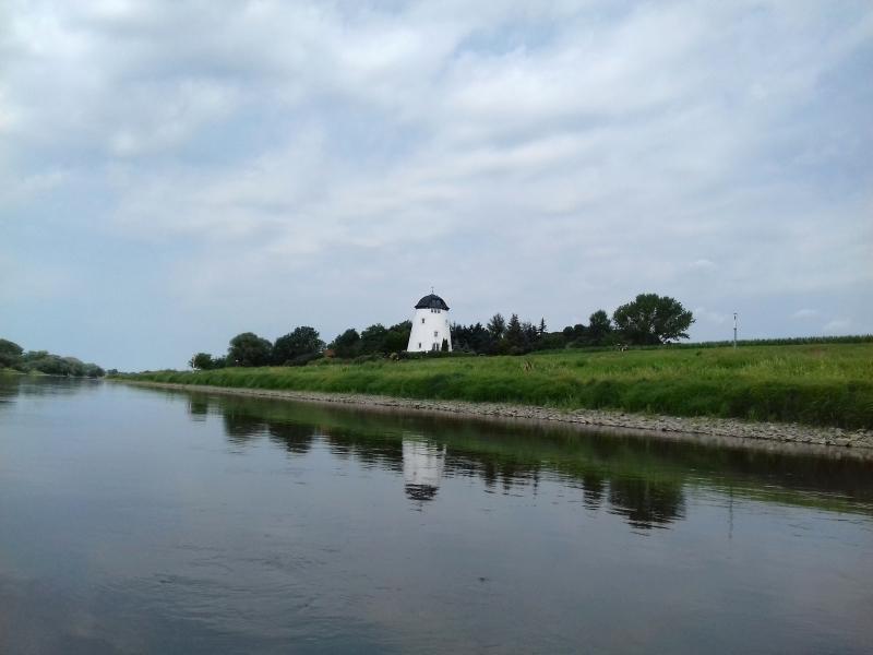 Fahrradfahrer, Windmühle - ich bin in Flandern! Muß wohl irgendwo falsch abgebogen sein.