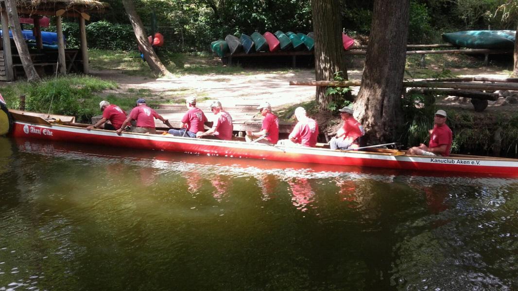 9ne in einem Boot. 11 m lang. Altersdurchschnitt: 73. Eine Woche - 22 Seen - 161 km