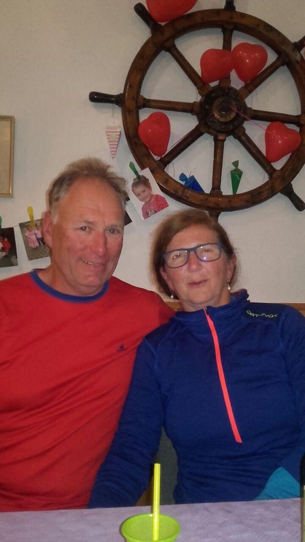 Andrea und Uwe aus Köln schließen sich den Glückwünschen an und danken für die so selbstverständliche Einladung.