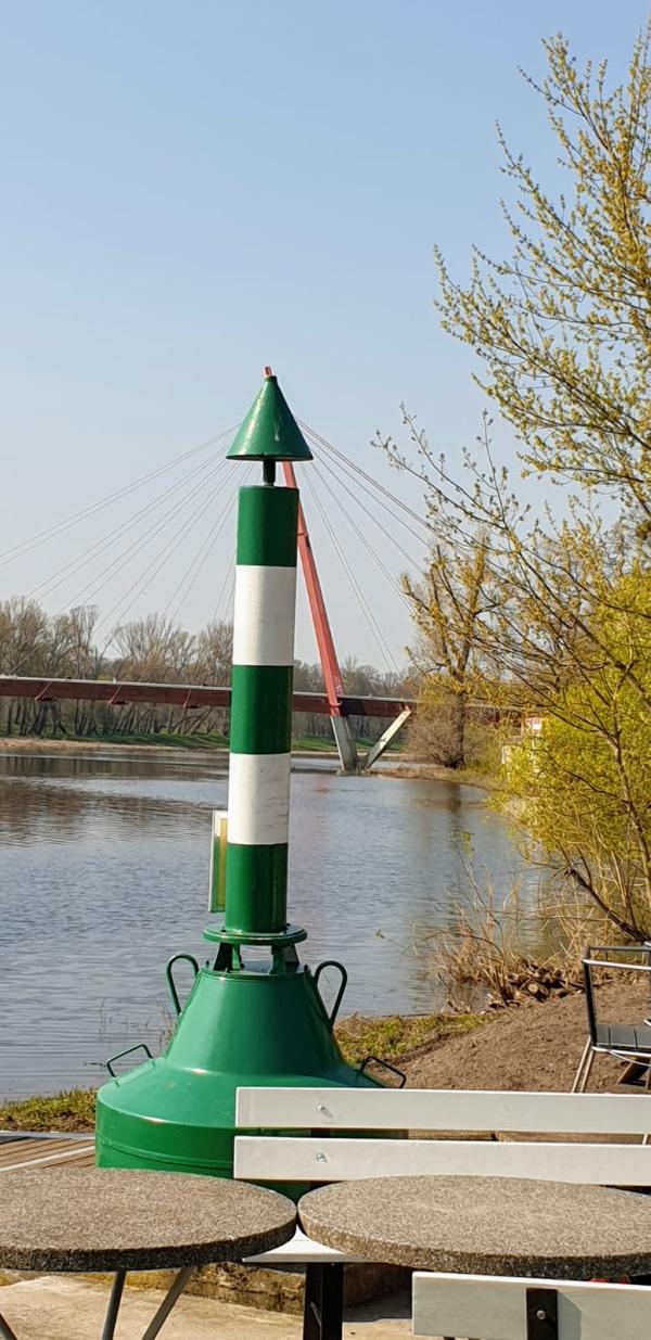 Hinter der Zielmarkierung kommt nur noch das Wehr, dann Hamburg und dann das Meer