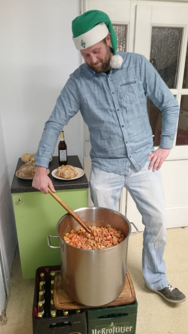 Unser Sebastian-heut' ein Grünwichtel-Suppenkoch