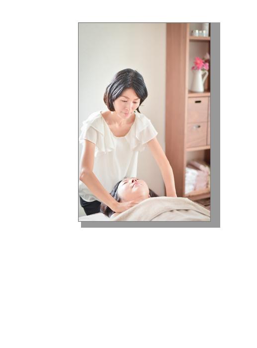 体調や気分に合わせて精油をブレンドし 全身のリンパをやさしい圧で整えていきます