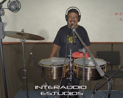 Marco Tulio Diaz grabando para Orquesta Maxima