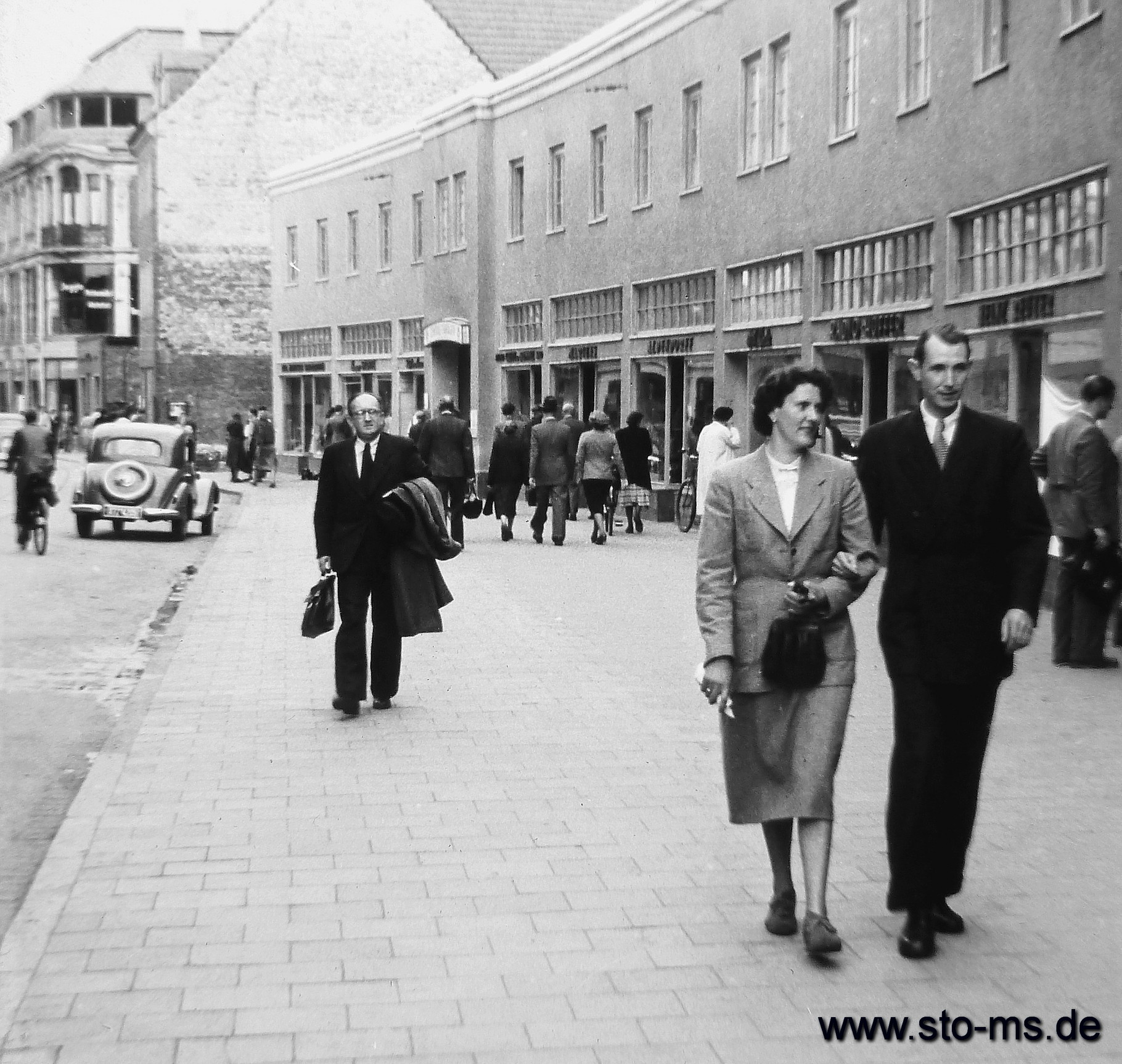 Passanten in der Salzstraße