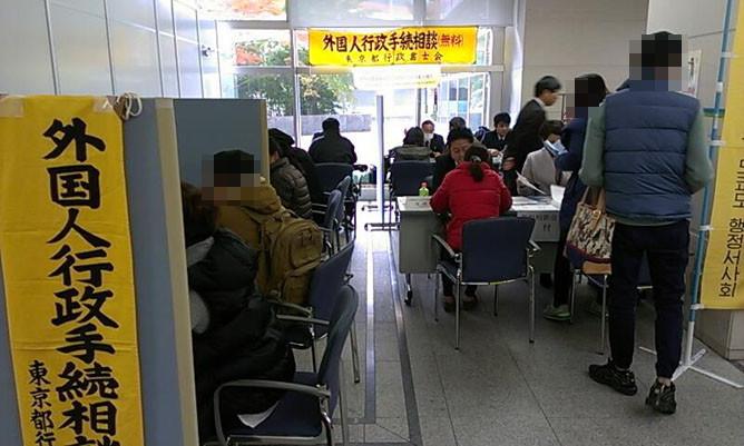 東京入国管理局(品川)での外国人無料相談会の様子