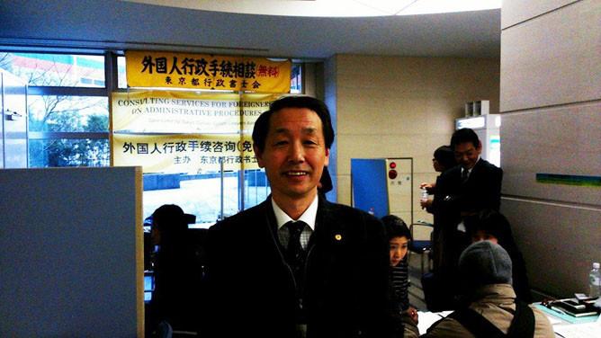 東京入国管理局での外国人無料相談会で相談員をする国際行政書士 南 直人