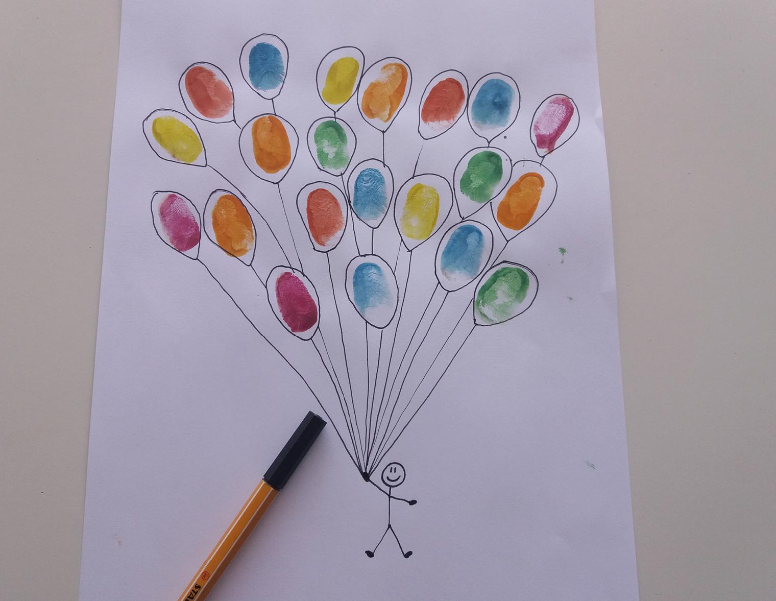 Der Punkt wird zur Hand eines Männchens, das mit den Luftballons in den Himmel fliegt.