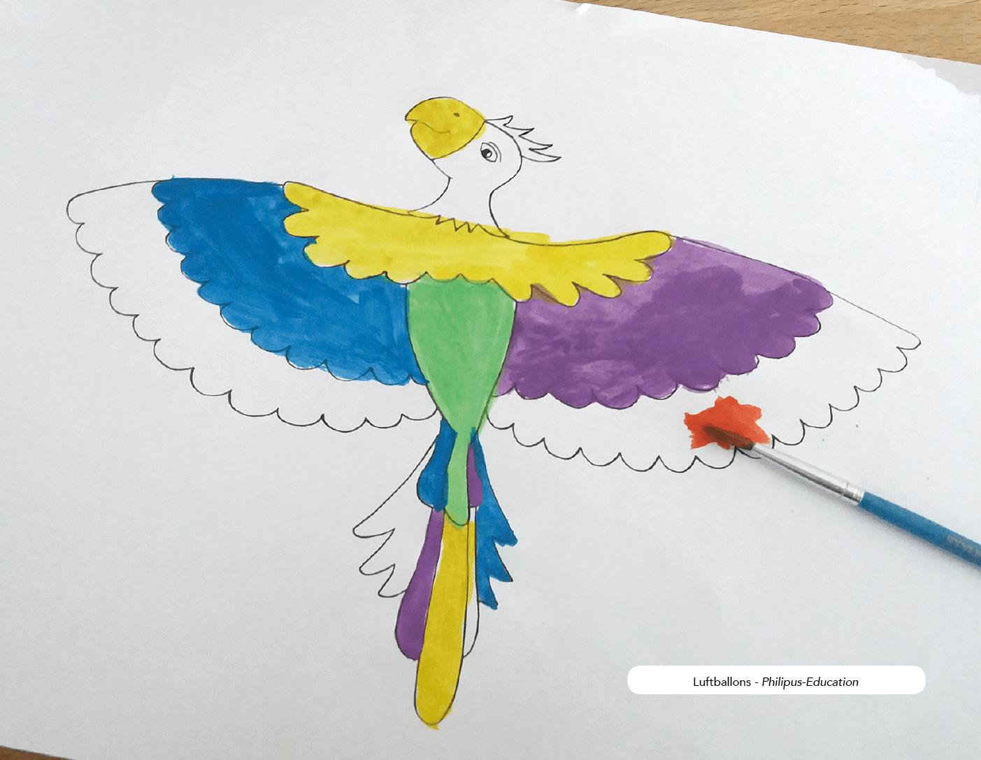 Den Papagei individuell gestalten, z. Bsp. mit Wasserfarben