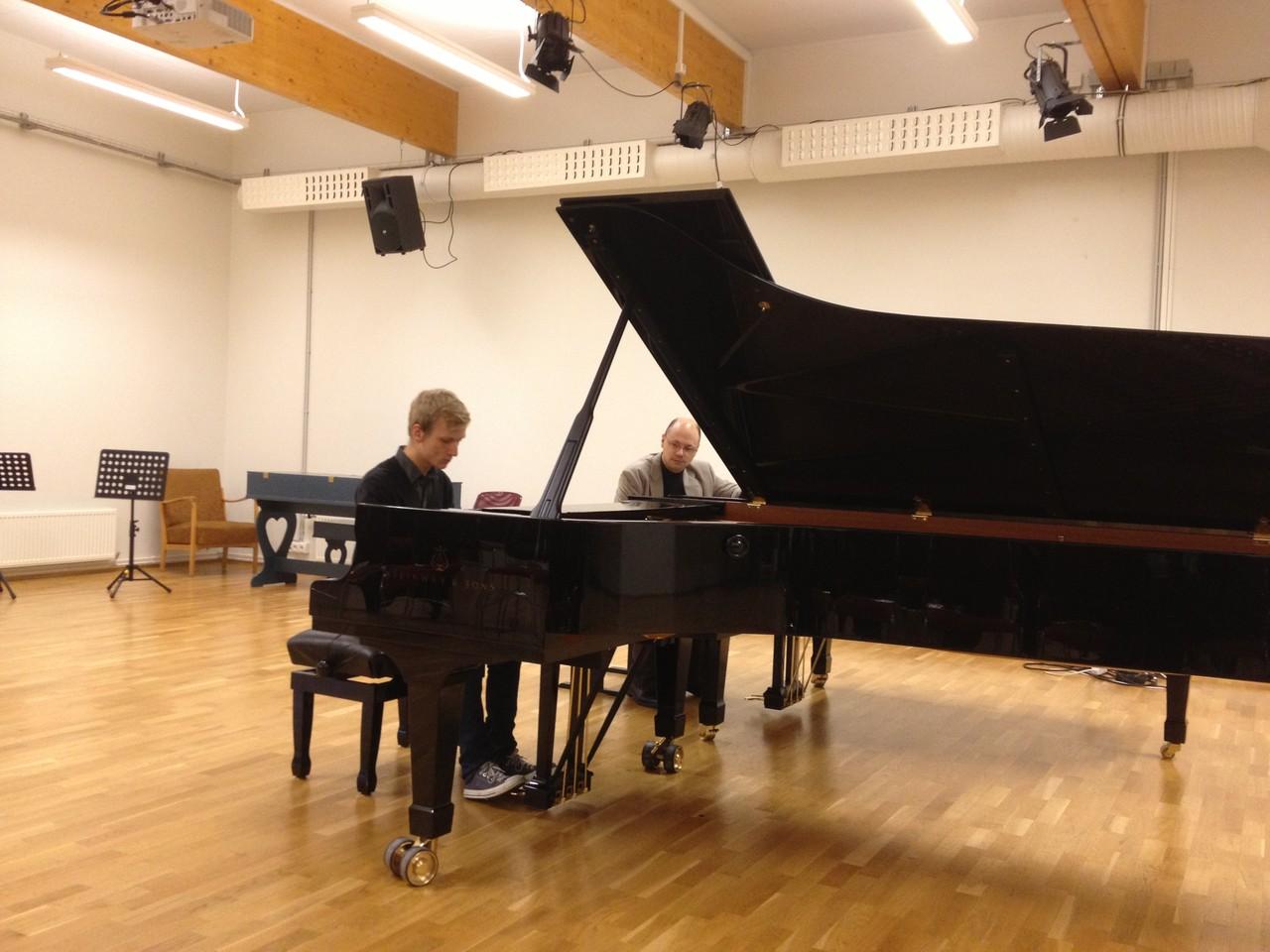 アイスランド レイキャビック芸術アカデミーにて ピアノマスタークラス 2012 (Foto:privat)