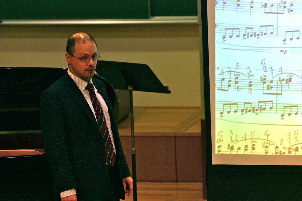 東京音楽大学にて リゲティ ピアノのためのエチュード 演奏解釈講座 2009 (Foto:privat)