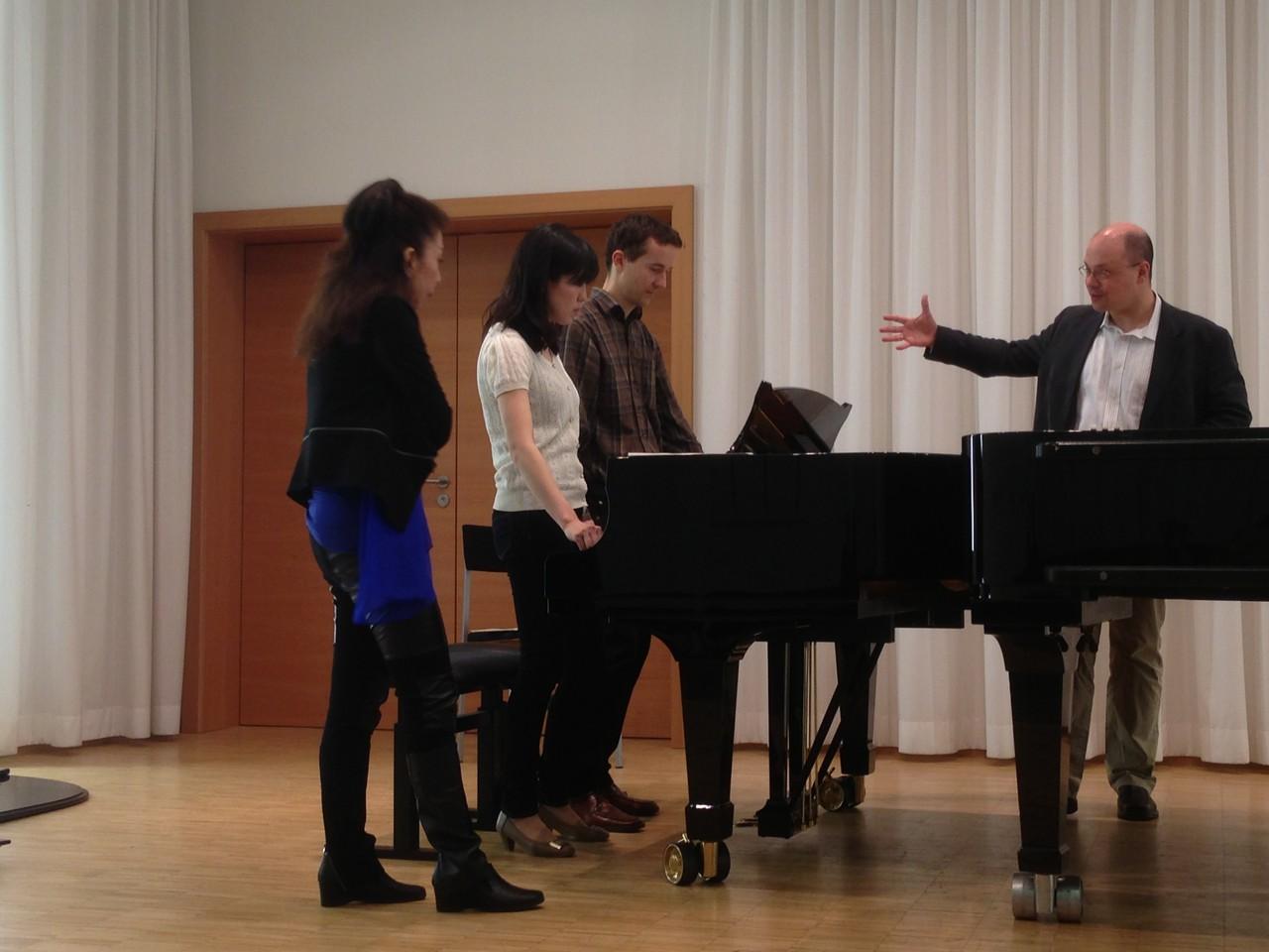 Meisterkurs Klavier, Hochschule für Musik Würzburg, 2013 (zusammen mit Prof. Yumiko Meguri - Tokio) (Foto: privat)