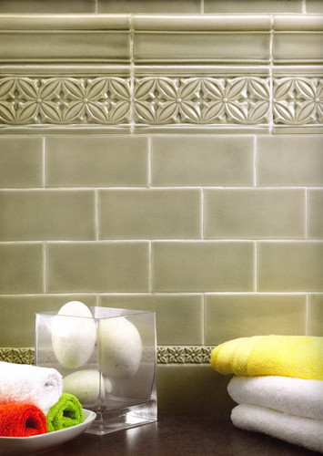 "Badezimmer mit Keramikfliesen (Serie ""Studio"", Farbton: Eucalyptus 7,5x15 cm)"