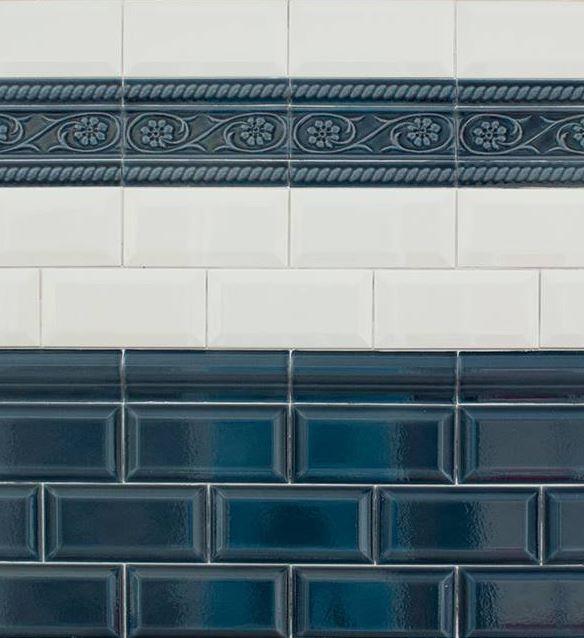 """Serie """"CV"""", weiße Metrofliesen mit Zubehör in """"azul craquelé"""""""