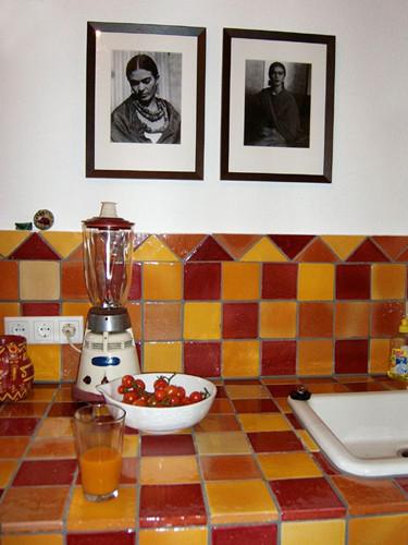 Küche mit glasierten Terracotta-Fliesen