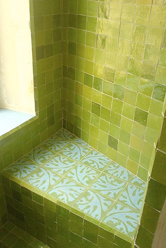 Badezimmer mit Zelliges, vert 10x10 c,