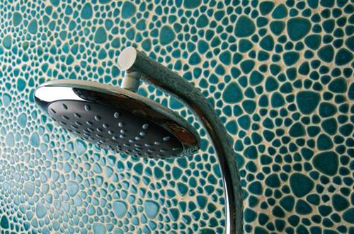 Badezimmer mit Keramik-Mosaik