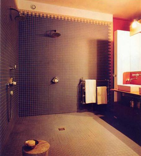 Badezimmer mit Feinsteinzeug