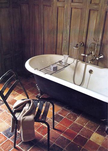 Badezimmer mit Terracottafliesen