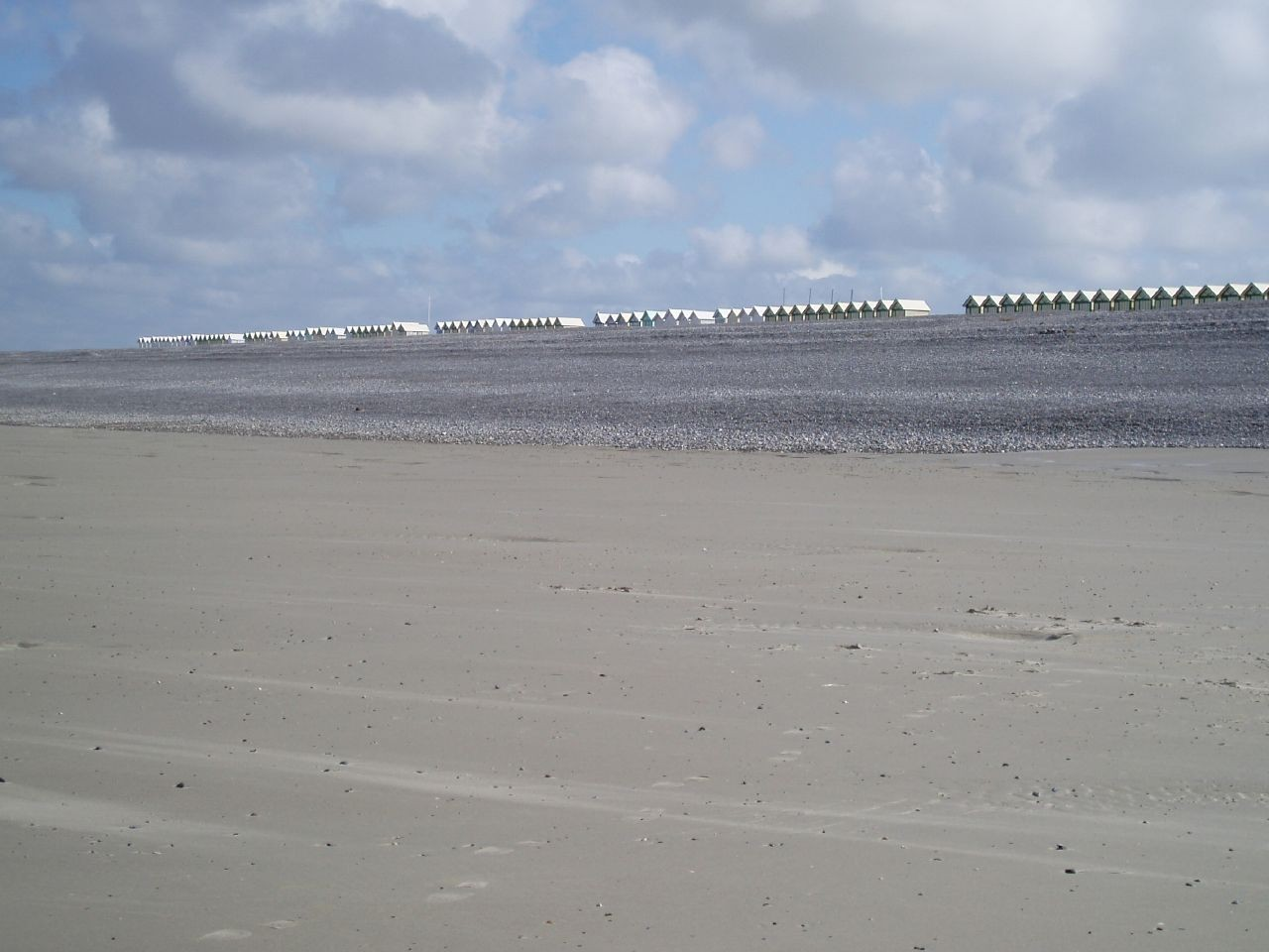 La plage à marée basse, vive les châteaux de sable et la pêche à pieds. Baie de Somme